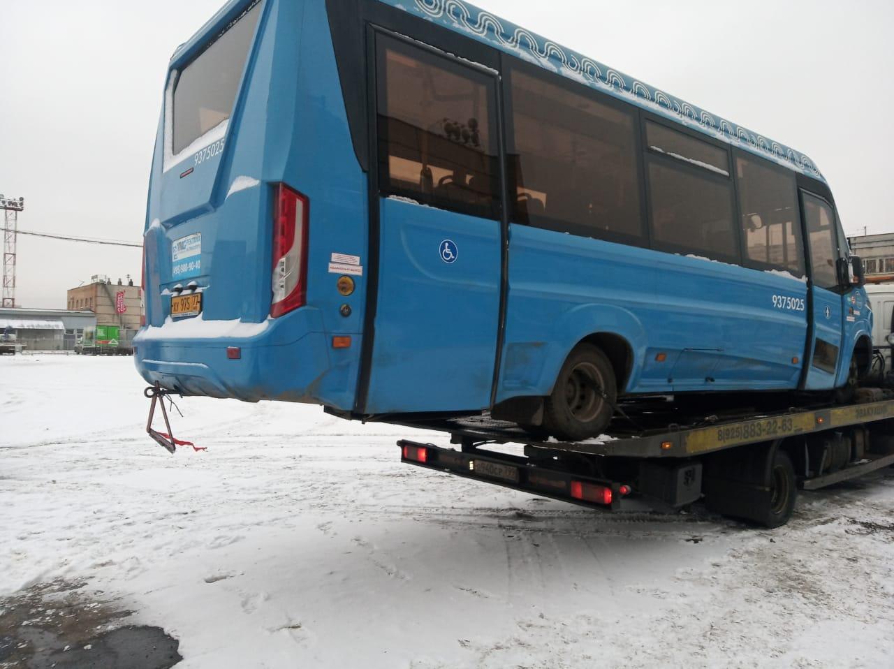 фото грузового эвакуатора в Москве